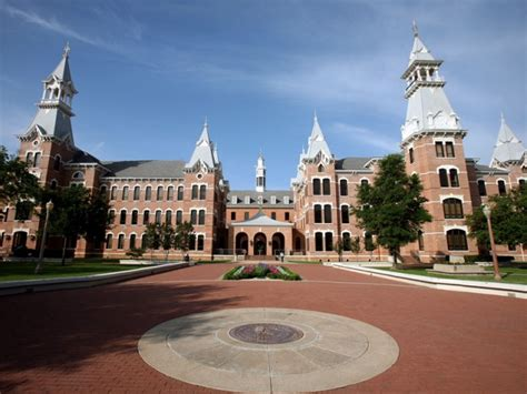 New Survey Shows Baylor Alums 'Very Proud' Of Their Alma